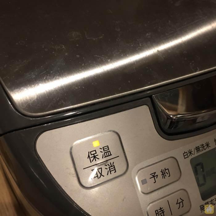 炊飯器で作る簡単チャーハン三分間保温する
